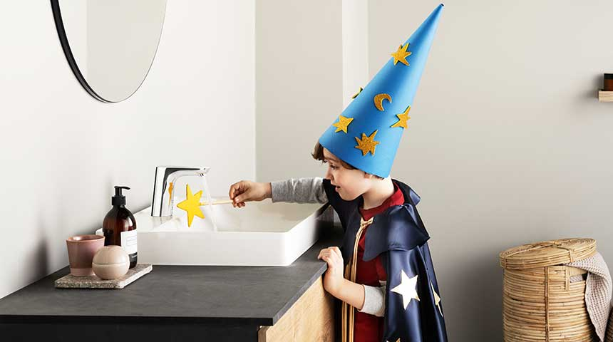 Boy_touchless-faucet_hand-hygiene_860x480