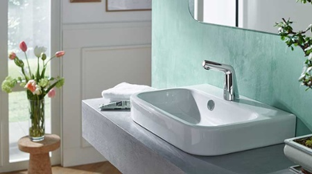 Oras-Inspera_HANSADESIGNO-touchless-faucet-has-elegant-design-and-saves-water_450x251-1